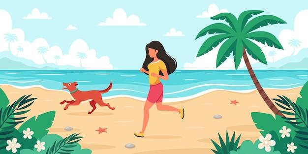 Temps libre sur la plage femme jogging avec chien heure d'été