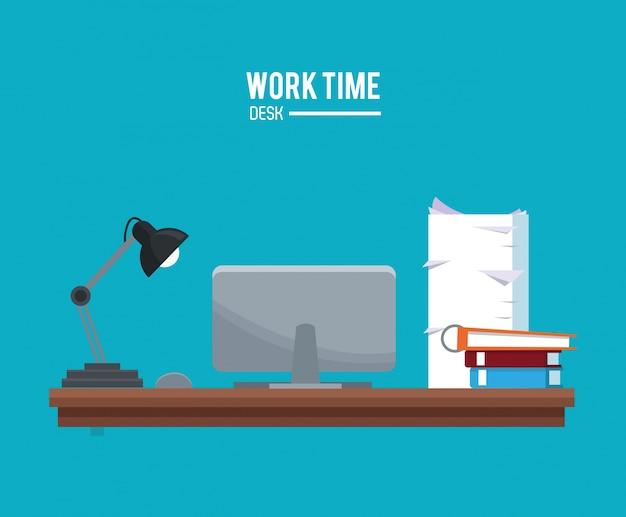 Temps de travail ordinateur portable lampe livre documents