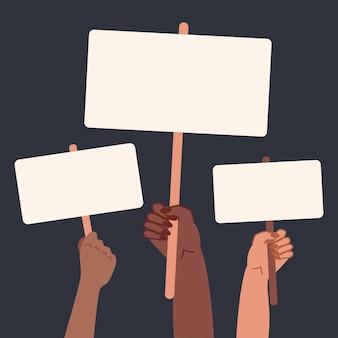 Tenir une pancarte d'affiches dans les mains