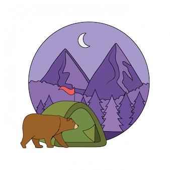 Tente de camping avec des montagnes