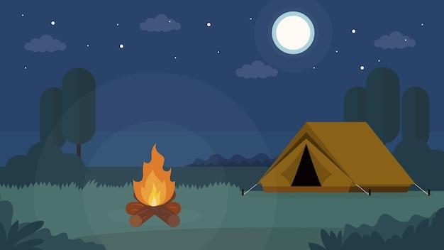 Tente et feu de camp la nuit en forêt