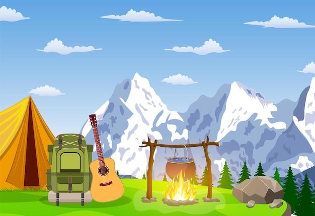 Tente touristique sur la montagne et le bois.