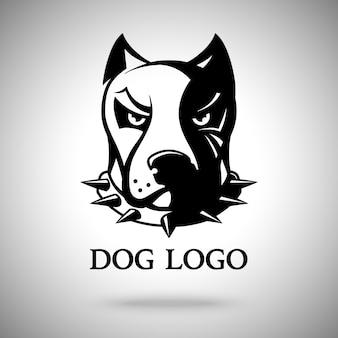 Tête de chien sombre dans un collier à pointes, modèle pour logo, badge, étiquette, etc.