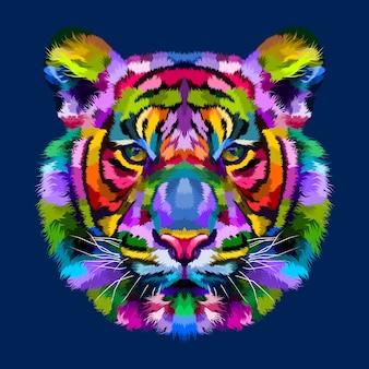 Tête de tigre colorée isolée sur fond bleu