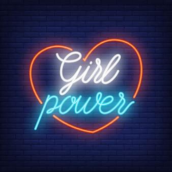 Texte de puissance de fille au néon dans le contour du coeur. signe au néon, publicité lumineuse de nuit