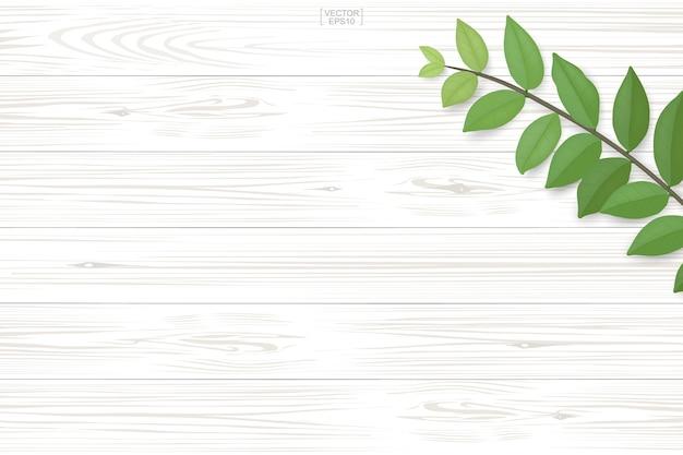 Texture du bois avec des feuilles vertes.