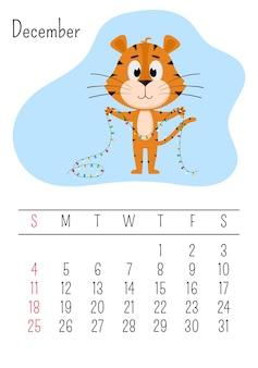 Un tigre tient une guirlande de noël dans ses pattes. page de calendrier mural vertical pour décembre 2022