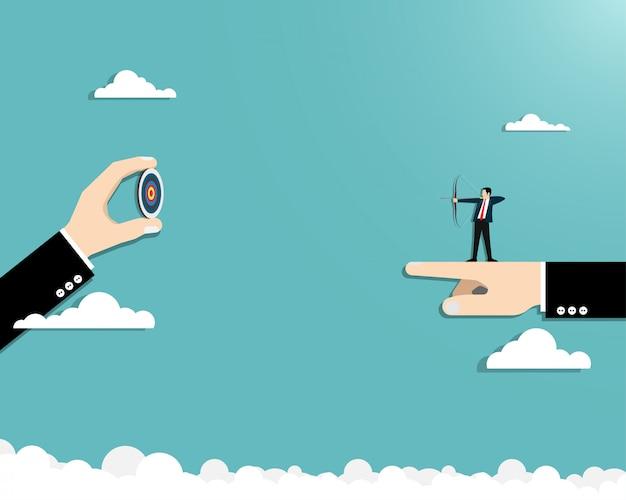 Tir à l'arc d'homme d'affaires à la réalisation
