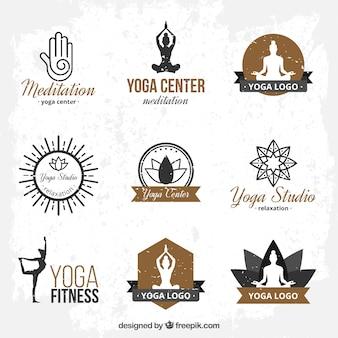 Tiré par la main yoga modèles de logo