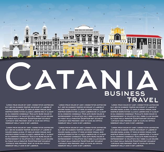 Toits de la ville de catane italie avec bâtiments gris, ciel bleu et espace de copie. illustration vectorielle. concept de voyage d'affaires et de tourisme avec architecture historique. paysage urbain de catane en sicile avec des points de repère.