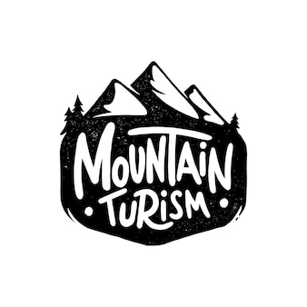 Tourisme de montagne. lettrage dessiné à la main isolé sur fond blanc.