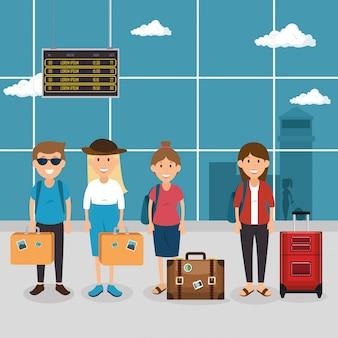 Les touristes avec des valises à l'aéroport