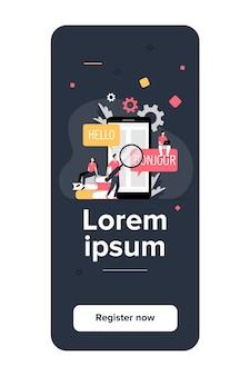 Traduction de l'application sur téléphone mobile. personnes utilisant un service de traduction en ligne, traduisant de l'anglais vers le français