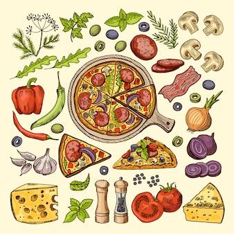 Tranches de pizza avec fromages, olives et autres ingrédients.