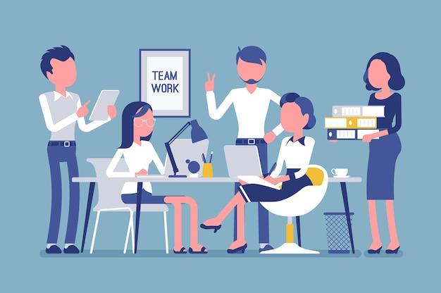 Travail d'équipe au bureau