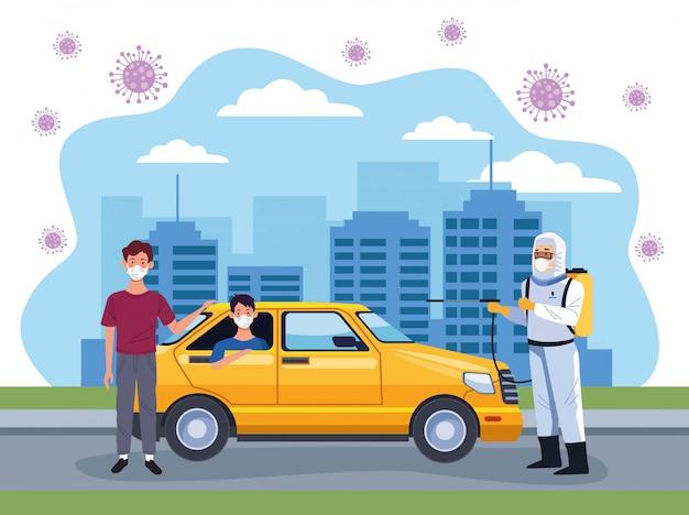 Un travailleur de la prévention des risques biotechnologiques désinfecte un taxi
