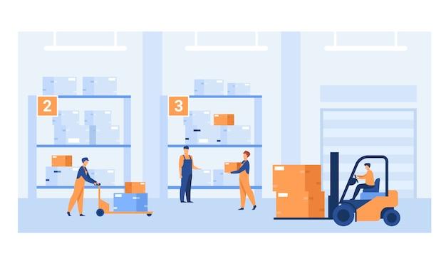 Travailleurs logistiques transportant des caisses avec chargeurs