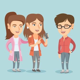 Trois amis de race blanche en regardant un téléphone mobile.