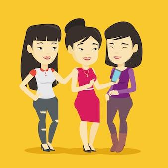 Trois amis souriants regardant téléphone mobile.