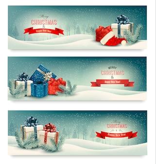 Trois bannières de noël avec des cadeaux.