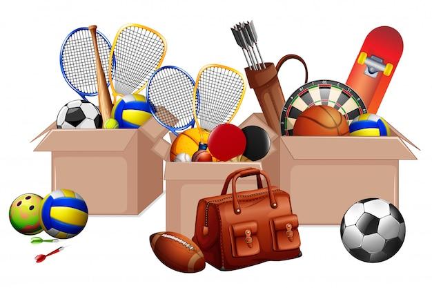 Trois boîtes pleines d'équipements sportifs sur fond blanc
