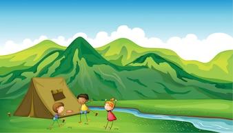 Trois enfants jouant