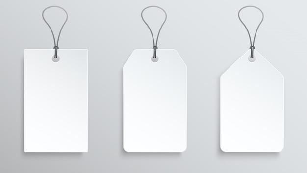 Trois étiquettes de prix blanches