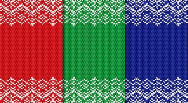 Trois milieux de noël tricotés. définissez l'ornement géométrique sans soudure de trois couleurs.