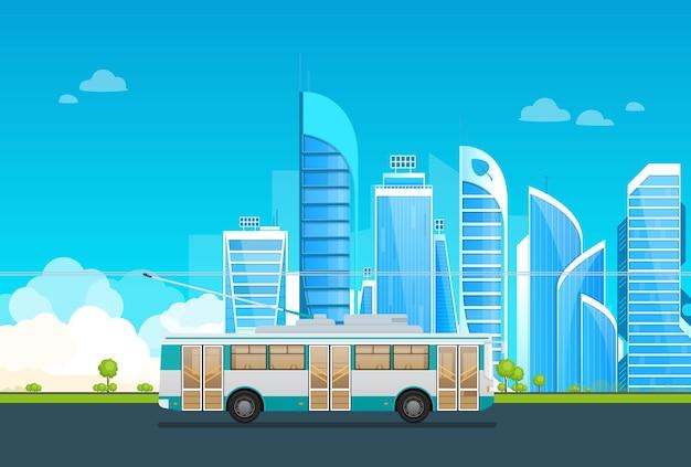Trolleybus à cheval sur la route au paysage urbain de la mégapole. trajet en transports publics électriques avec des gratte-ciel