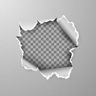 Trou déchiré dans une feuille de papier gris sur fond transparent avec un espace pour le texte.