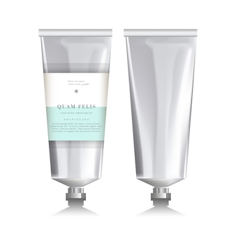 Tube réaliste vierge pour les cosmétiques. fond blanc.