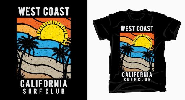 Typographie du club de surf de la côte ouest de la californie avec des palmiers et un t-shirt soleil