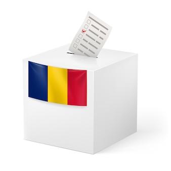 Urne avec papier de vote. roumanie