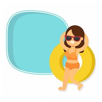 En vacances d'été avec une belle fille en bikini
