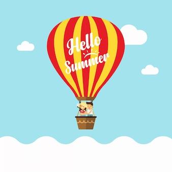 En vacances d'été heureux garçon et fille en montgolfière