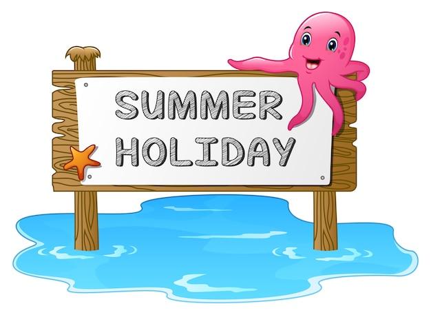 Vacances d'été avec panneau en bois