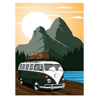 Vacances, van voyageant sur la montagne