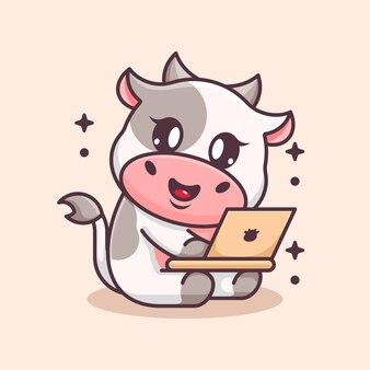 Vache mignonne travaillant sur un dessin animé d'ordinateur portable
