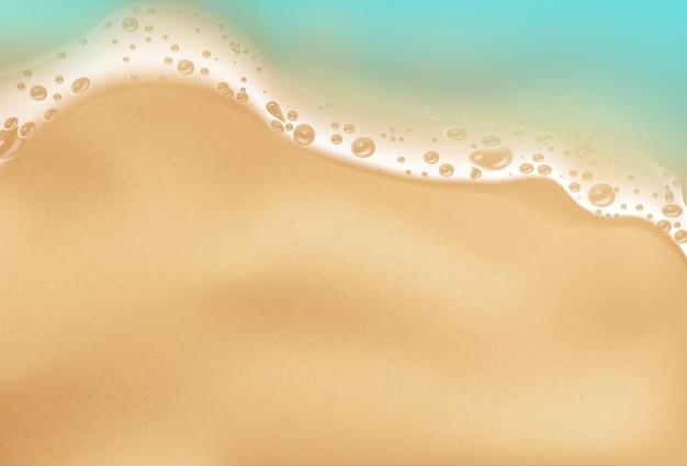 Vague de mer vue de dessus avec plage de mousse