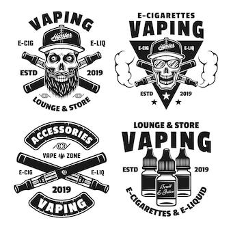 Vaping et cigarettes électroniques ensemble de quatre emblèmes, étiquettes, badges ou logos monochromes vectoriels isolés sur fond blanc