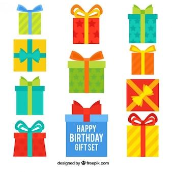 Variété de cadeaux d'anniversaire