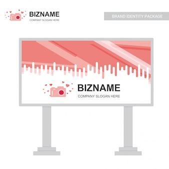 Vecteur de conception de société bill board avec le logo de la caméra