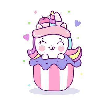 Vecteur de licorne mignon surmontant la bande dessinée cupcake