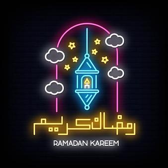 Vecteur de néon ramadan kareem avec lettrage et croissant de lune et étoile