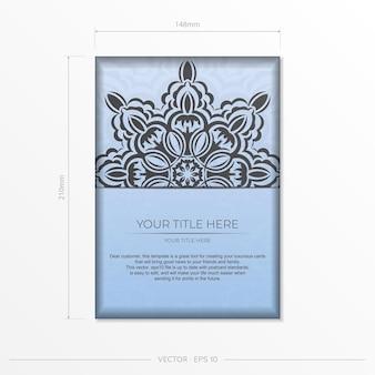 Vecteur rectangulaire préparation de cartes postales de couleur bleue avec de luxueux ornements noirs. modèle pour la conception d'une carte d'invitation imprimable avec des motifs vintage.
