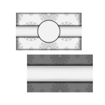 Vector préparation de votre invitation avec place pour votre texte et motifs grecs. modèle pour les cartes postales de conception d'impression couleurs blanches avec des motifs de mandala noirs.