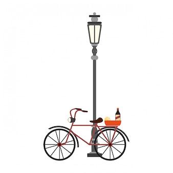 Vélo vintage avec du vin et du fromage sur l'éclairage public