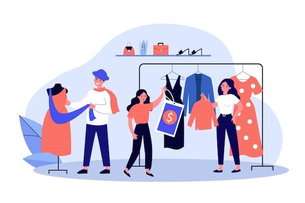 Vendeurs de magasins et assistance vêtements suspendus