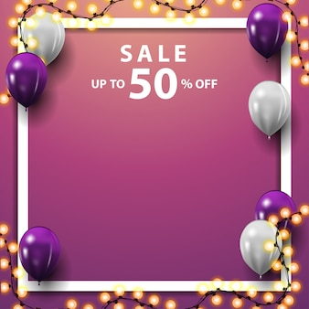 Vente, jusqu'à 50% de réduction, bannière de remise rose carrée avec ballons blancs et violets, guirlande et place pour votre texte