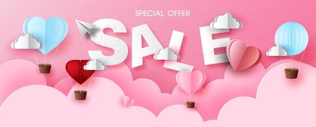 Vente de libellé de la saint-valentin avec ballon sur des couches roses et fond de papier rose. carte de voeux de la saint-valentin en papier de bannière de vente coupé style et conception de vecteur.